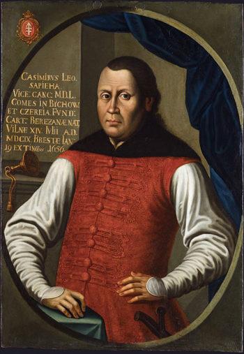 Portret mężczyzny w stroju szlacheckim, ukazanego od bioder w górę. Prawa ręka spoczywa na skraju stolika, lewa na biodrze, a pod nią widać rękojeść szabli. Na lewo od głowy podpis identyfikujący przedstawioną osobę.