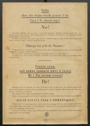 """Druga strona ulotki propagandowej. Na pożółkłym papierze tekst (w j. polskim i rosyjskim): """"Stalin chce, aby wojna trwała jeszcze 5 lat. Czyż i Ty chcesz tego? Nie! Oczywiście chciałbyś, aby ją jeszcze w tym roku zakończyć. Chciałbyś zapewne kupić sobie wiele pięknych rzeczy, jak ubranie, wódka, nafta, papierosy i wiele innych, dostępnych w czasie pokoju, na które nie pozwalają warunki wojenne. Im dłużej trwa wojna, tym cięższe staje się życie. Jednakże lepiej raz ciężko, bardzo ciężko popracować, prędzej zakończyć wojnę i stworzyć pokój dla Europy. Dlatego tez jedź do Niemiec! W Niemczech Twe życie będzie o wiele lepsze niż w domu. O tym mówią Ci listy od Twych przyjaciół i znajomich z pięknych, wielkich Niemiec. Cóż opowiadali Ci przybywający na urlop? Wszystkim podoba się w Niemczech! Ty wiesz o tym i chcesz także do Niemiec. Przekonaj opieszałych, którzy długo się namyślają, zanim coś postanowią""""."""