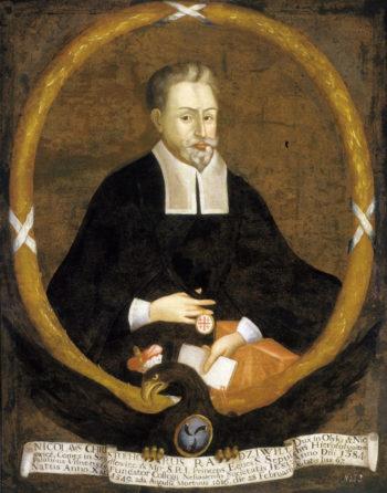 Portret siedzącego mężczyzny w czarnym stroju, z hiszpańską bródką i wąsami.